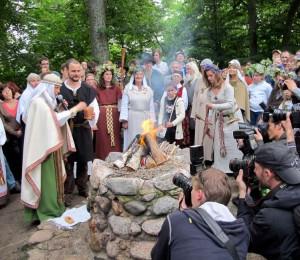 Rasos šventės apeigos prie Lizdeikos aukuro Verkiuose | LEKD nuotr.