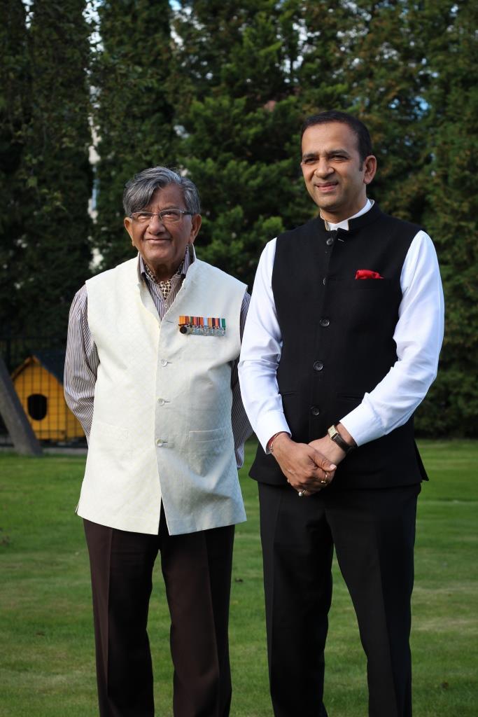 Su Indijos ambasadoriumi Lietuvai Edžejumi Bisaria Ajay Bisaria) | AD VERUM nuotr.