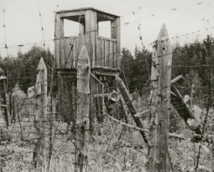 Rešotų lagerio sargybos bokštas. 1989 m. | Lietuvos nacionalinio muziejaus nuotr.