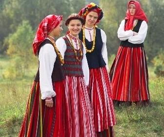 Žemaitės apsirengusios tautiniais rūbais | lnkc.lt nuotr.