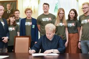 """Dalia Grybauskaitė su """"Misija Sibiras"""" dalyviais   Prezidentės asmeninė nuotr."""