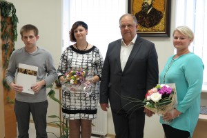 V. ir V. Šliūpų vardinės stipendijos laimėtojai G. Gaidamavičius ir G. Narbutienė,ŠU rektorius prof. dr. D. Jurgaitis, G. Narbutienės darbo vadovė V. Juknevičienė | A. Paulausko nuotr.