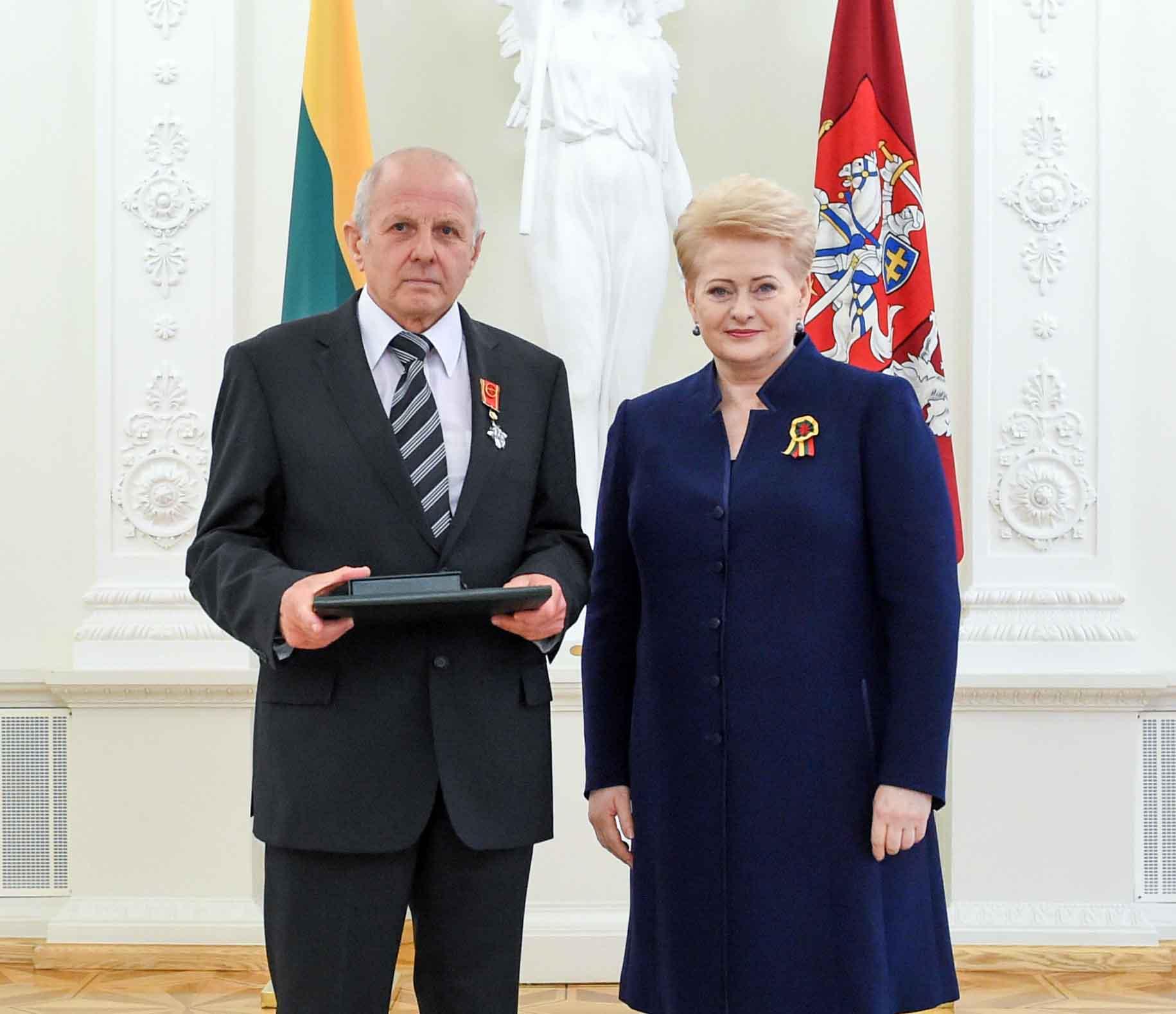 Habil. dr. Kazimieras Garšva ir Lietuvos Respublikos Prezidentė Dalia Grybauskaitė, 2016 liepos 6 d. | lrp.lt, R. Dačkaus nuotr.