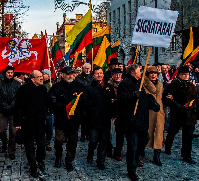 Kovo 11-osios Akto signatarai Kovo 11-osios eitynėse Vilniuje, 2013 m. kovo 11 d.   Alkas.lt, A. Sartanavičiaus nuotr.