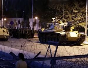 Turkijoje vyksta karinis perversmas | youtube.com stop kadras
