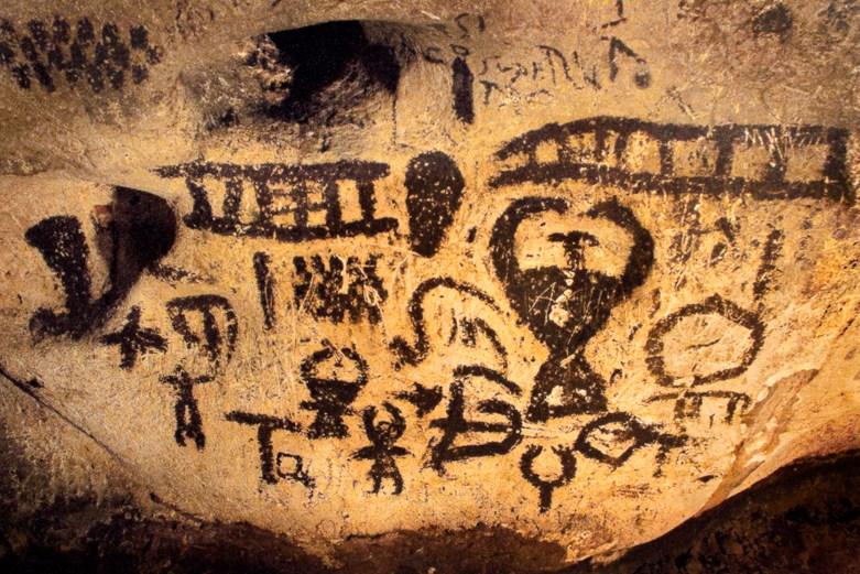 Maguros urvo Bulgarijoje kalendorinių piešinių dalis su arimo vaizdu ir gyvate | httpsomot.info nuotr.