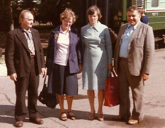 Stoties perone. Iš kairės į dešinę: Vaclovas Markevičius, Doris Oberviller, Žaneta Markevičienė, Algimantas Zolubas, 1984 m.   A. Zolubo nuotr.