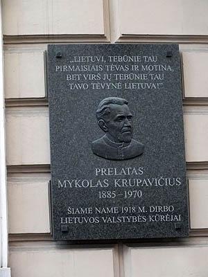 Prel. M. Krupavičiaus atminimo lenta | P. Šimkavičiaus nuotr.