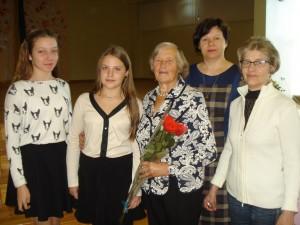 """Širvintų """"Atžalyno"""" progimnazijoje  svečiavosi Širvintų krašto poetė Veronika Masiukienė (trečia iš kairės), nustebinusi mokinius ne tik savo poezijos nuoširdumu, bet ir energija, pozityvumu bei optimizmu."""