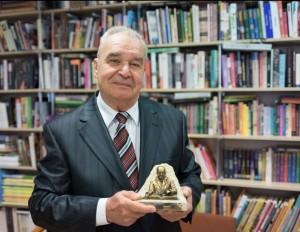 VU profesorius emeritas Mykolas Michelbertas apdovanotas aukščiausiu Lenkijos mokslinės archeologijos draugijos apdovanojimu | E. Kurausko nuotr.