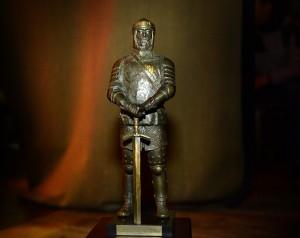 Skulptoriaus Romo Kvinto sukurta bronzinė Lietuvos karžygio statulėlė | kam.lt, A. Pliadžio nuotr.