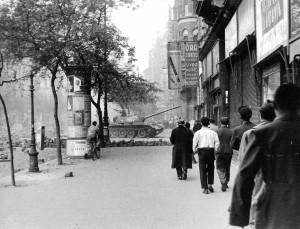 Tankai Budapešto Didžiajame Bulvare 1956 m.   wikipedia.org nuotr.