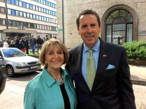 JAV kongresmenas iš Šiaurės Karolinos Markas Volkeris (Mark Walker) ir Angelė Nelsienė Vilniuje, Vašingtono aikštėje | asmeninė nuotr.