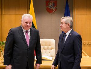 Aleksandras Udalcovas (kairėje) ir Viktoras Pranckietis | lrs.lt, O. Posaškovos nuotr.