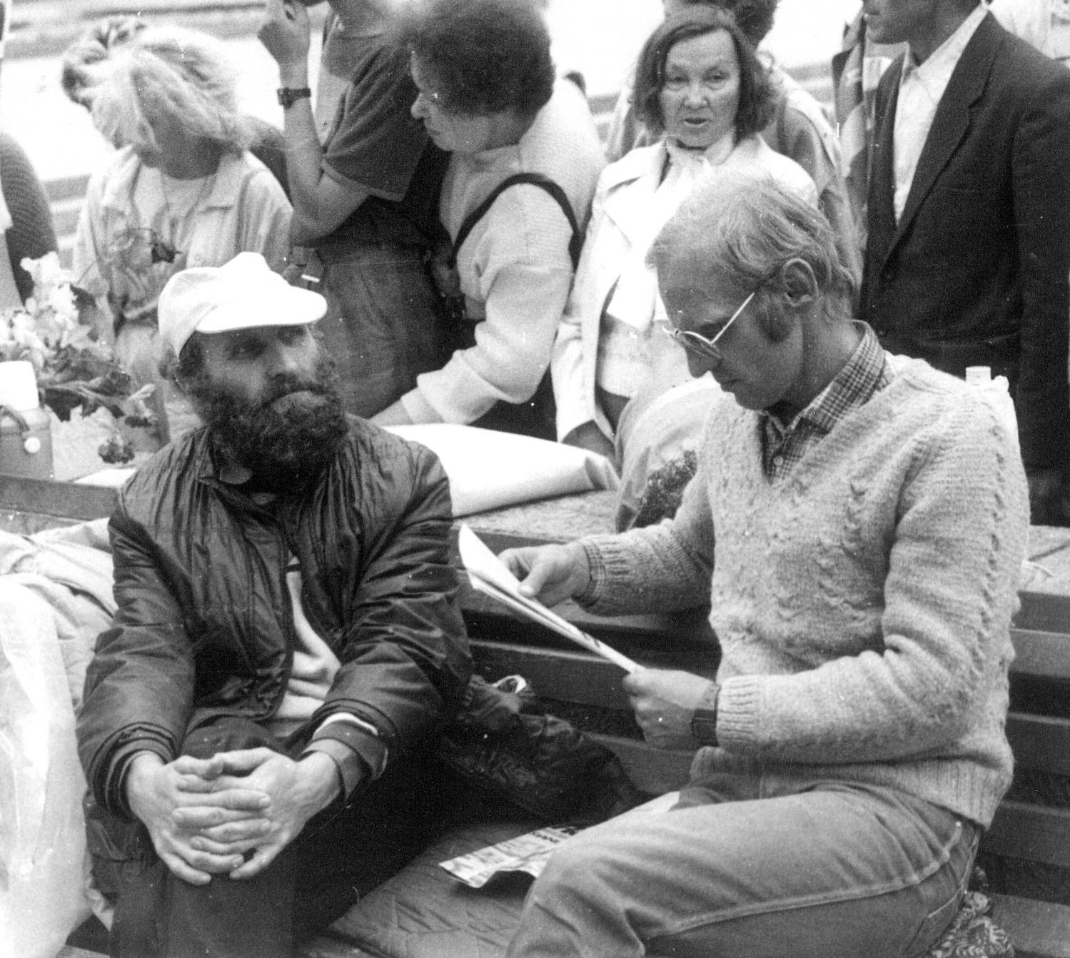 1988 metų vasarą Petras Cidzikas (kairėje) ir Algimantas Andreika pradėjo bado akciją, reikalaudami paleisti politinius kalinius ir išvesti okupacinę kariuomenę iš Lietuvos | wikipedia.org, T. Kapočiaus nuotr.