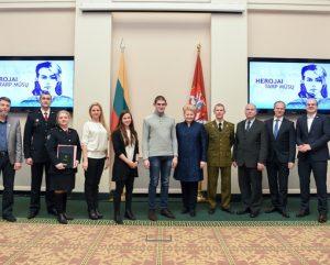 Didvyriu apdovanojimai prezidenturoje_lrp.lt