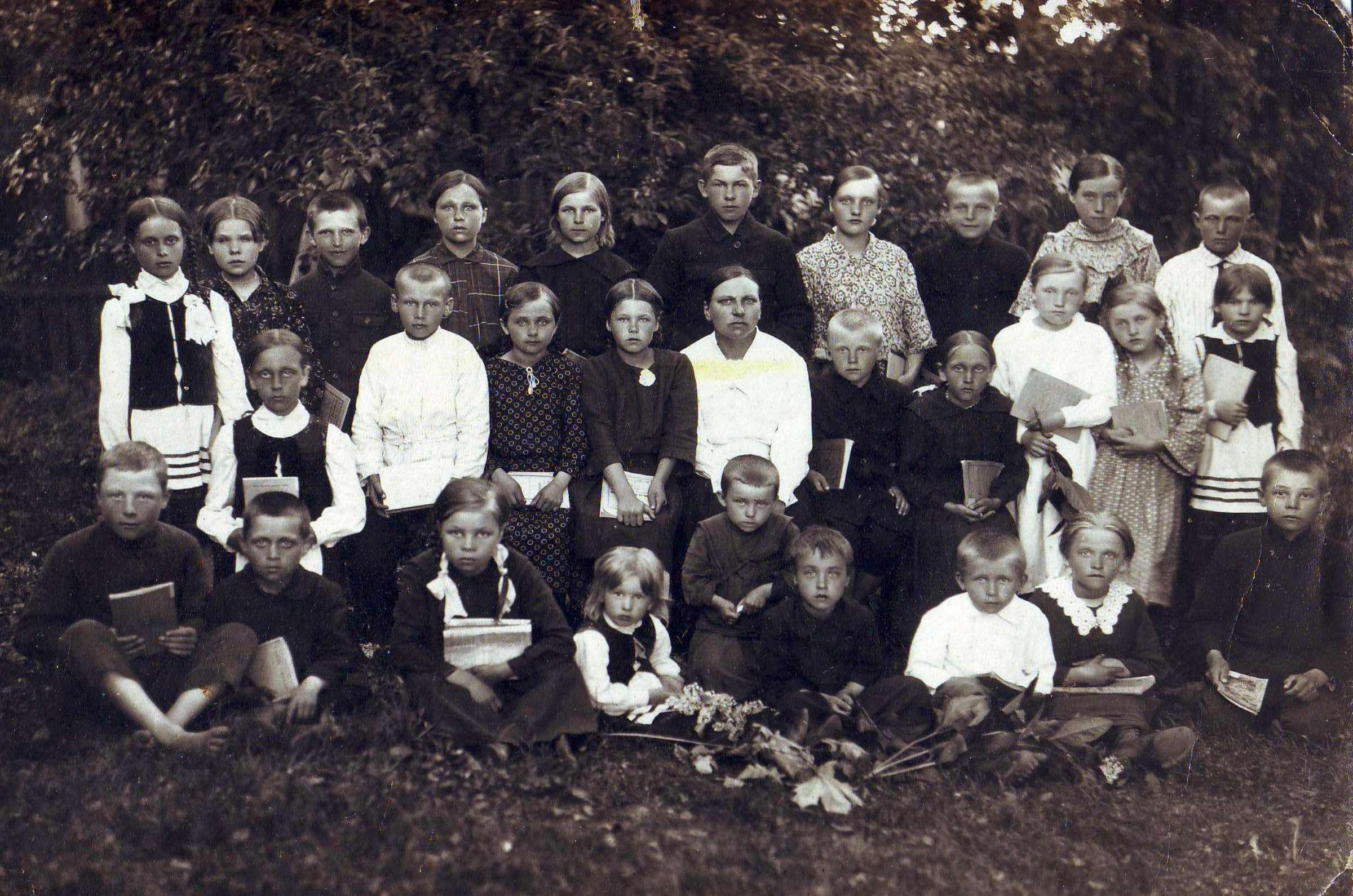 Pašaminės kaimo moksleiviai, apie 1926 m. | A. Kuodžio asmeninio albumo nuotr.