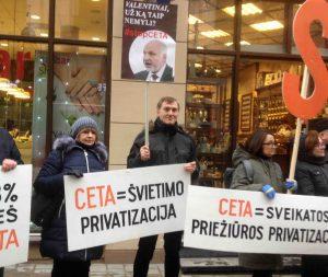 Protestas prieš ES prekybos sutartis su Kanada ir JAV Vilniuje 2017 m. | R. Garuolio nuotr.