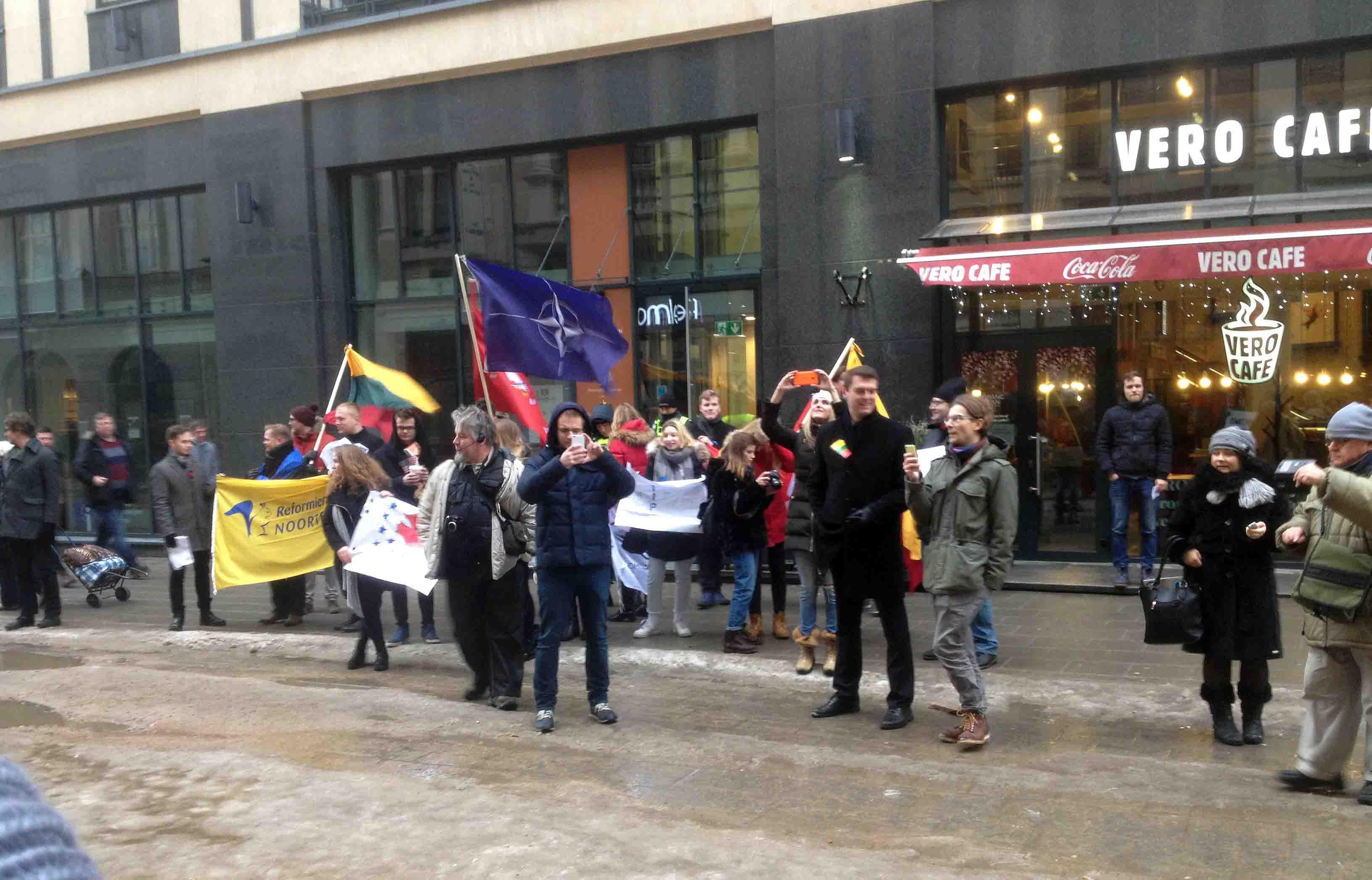 Vilniečiai protestavo prieš ES prekybos sutartis su Kanada ir JAV | R. Garuolio nuotr.