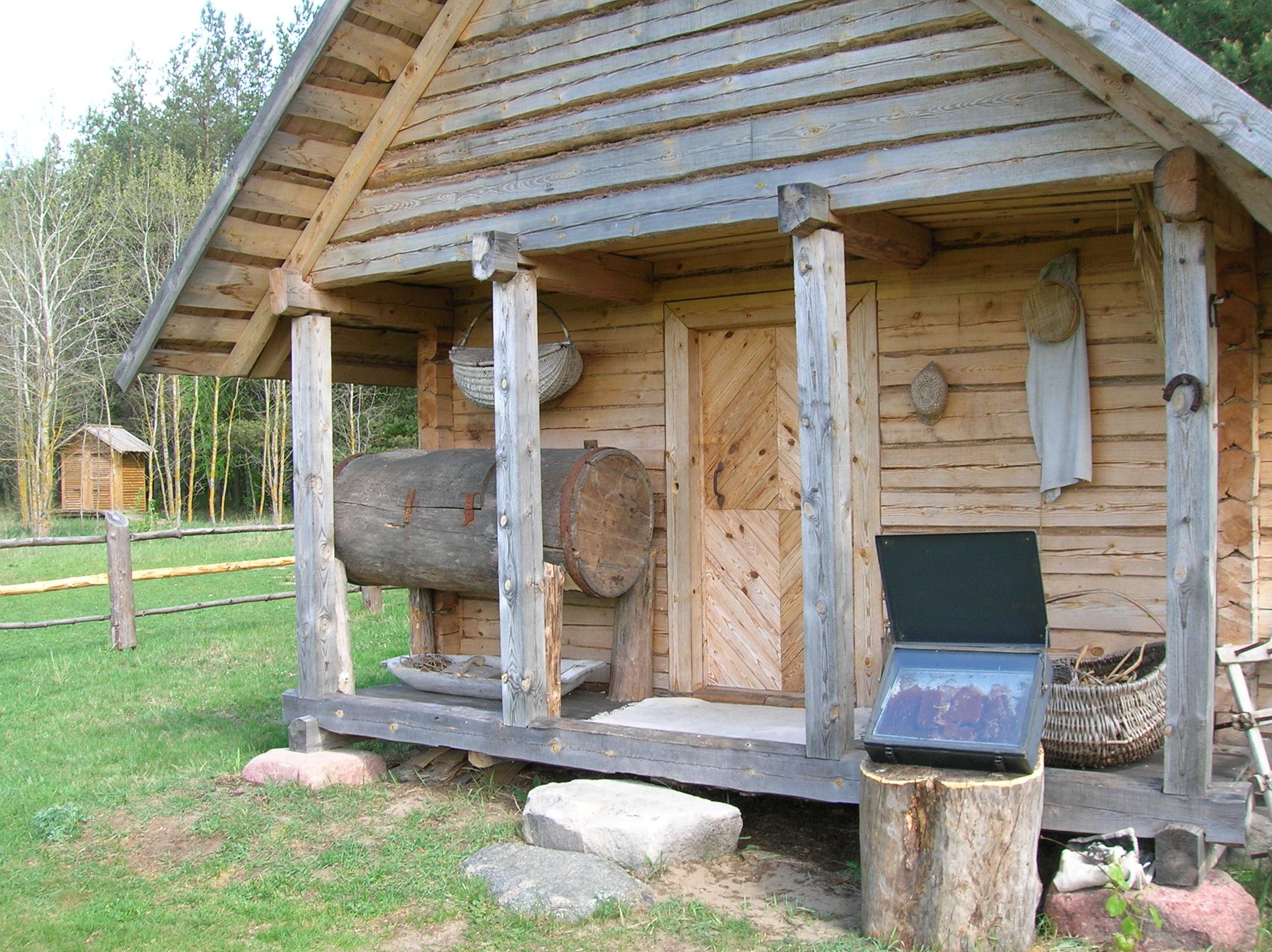Prieangis su durimis (senoviniai durų raštai). Musteikos kaimas, Bitininkystės muziejus. | Bitininkystės muziejaus nuotr.