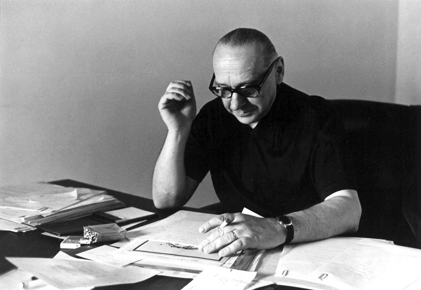 Algirdas Julius Greimas Paryžiuje 1971 m.   Šeimos archyvas