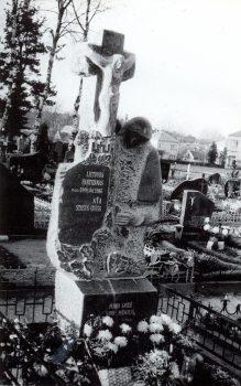 Partizano S. Guigos-Tarzano kapas: skulptoriaus Romo Kazlausko paminklas | V. Striužo nuotr.