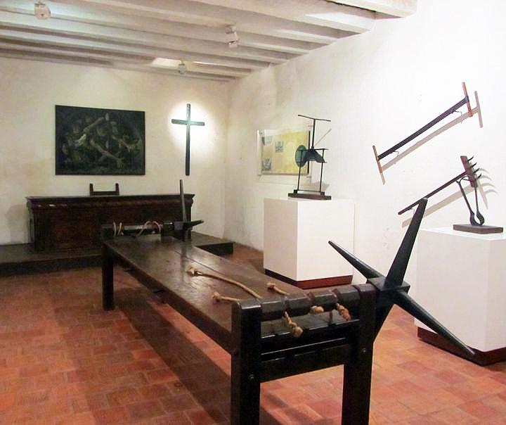 krikscioniskisi-kankinimo-įrankiai-inkvizicijos-rumu-ekspozicijoje-phylliscooks-com-nuotr.