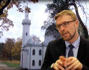 Praktikuojančiu kataliku išdidžiai prisistatantis Skvernelio bendražygis, Socialinės apsaugos ir darbo ministras Linas Kukuraitis | Alkas.lt koliažas