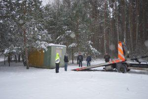Vagonėlis išvežamas iš saugomos teritorijos | Veisiejų regioninio parko direkcijos nuotr.