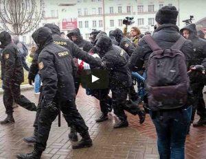 Gudijos piliečiai išėjo į gatves pažymėti Nepriklausombės dienos   Youtube.com nuotr.