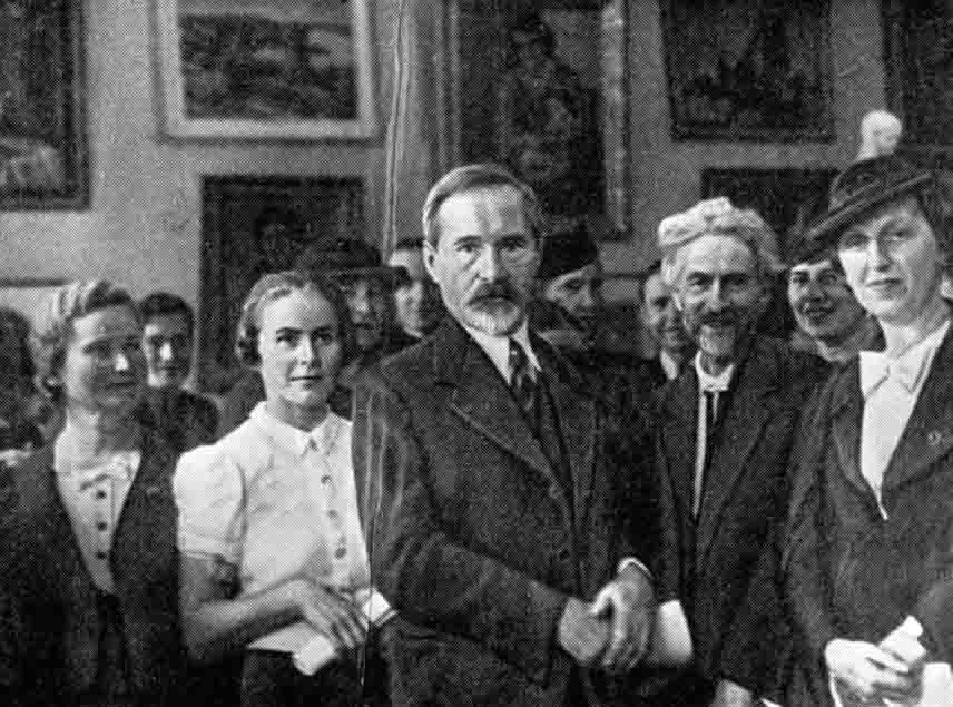 Prezidentas Antanas Smetona ir Vydūnas lietuvių moterų dailininkių parodoje. Kaunas. 1930. Autorius nežinomas | LCVA nuotr.