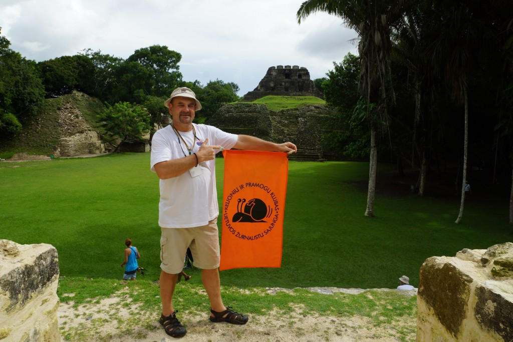 Gvatemaloje su LŽS kelionių ir pramogų klubo vėliava – sraige   Asmeninė nuotr.