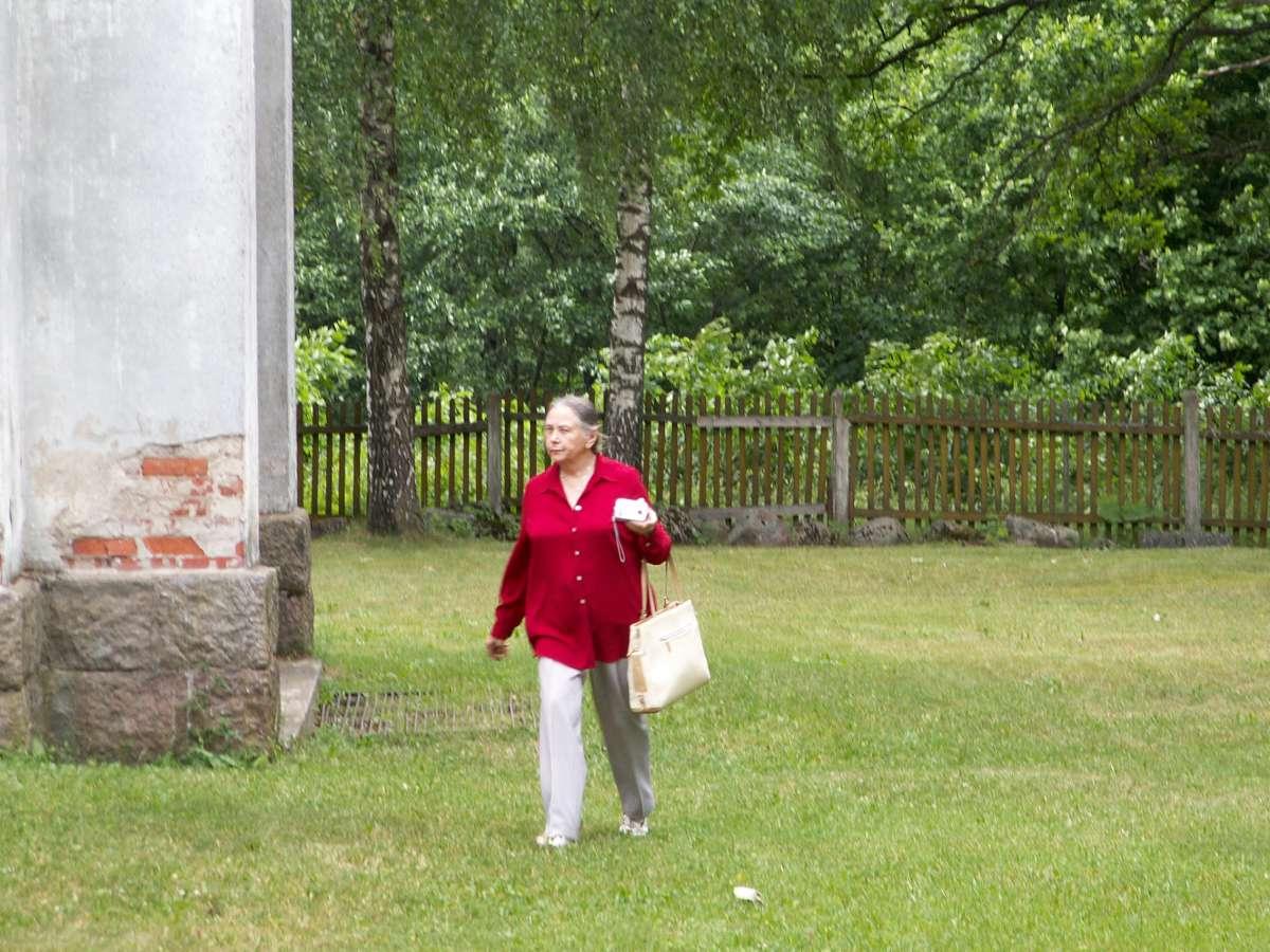 Etnologė prof. Regina Merkienė ekspedicijoje į Zapyškį. 2007-06-14.   Ž. Šaknio nuotr.