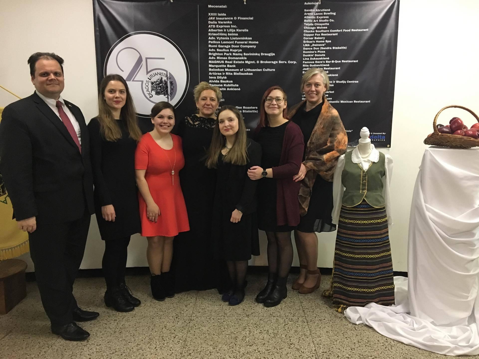 Lituanistine praktika JAV_Studentssukonsuluirabiejmokykldirektormis