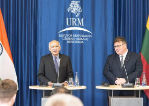 Linas Linkevičius susitiko su Vilniuje viešinčiu Indijos išorinių reikalų valstybės ministru Mobašarų Džavedu Akbaru | L. Segerso nuotr.