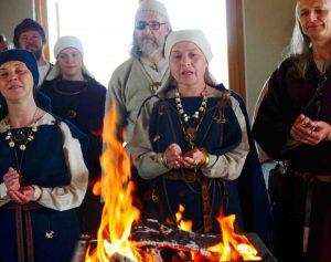Latvių senojo tikėjimo išpažinėjai dievturiai iškilmingai atidarė pirmąją šventyklą | Alkas.lt, J. Vaiškūno nuotr.