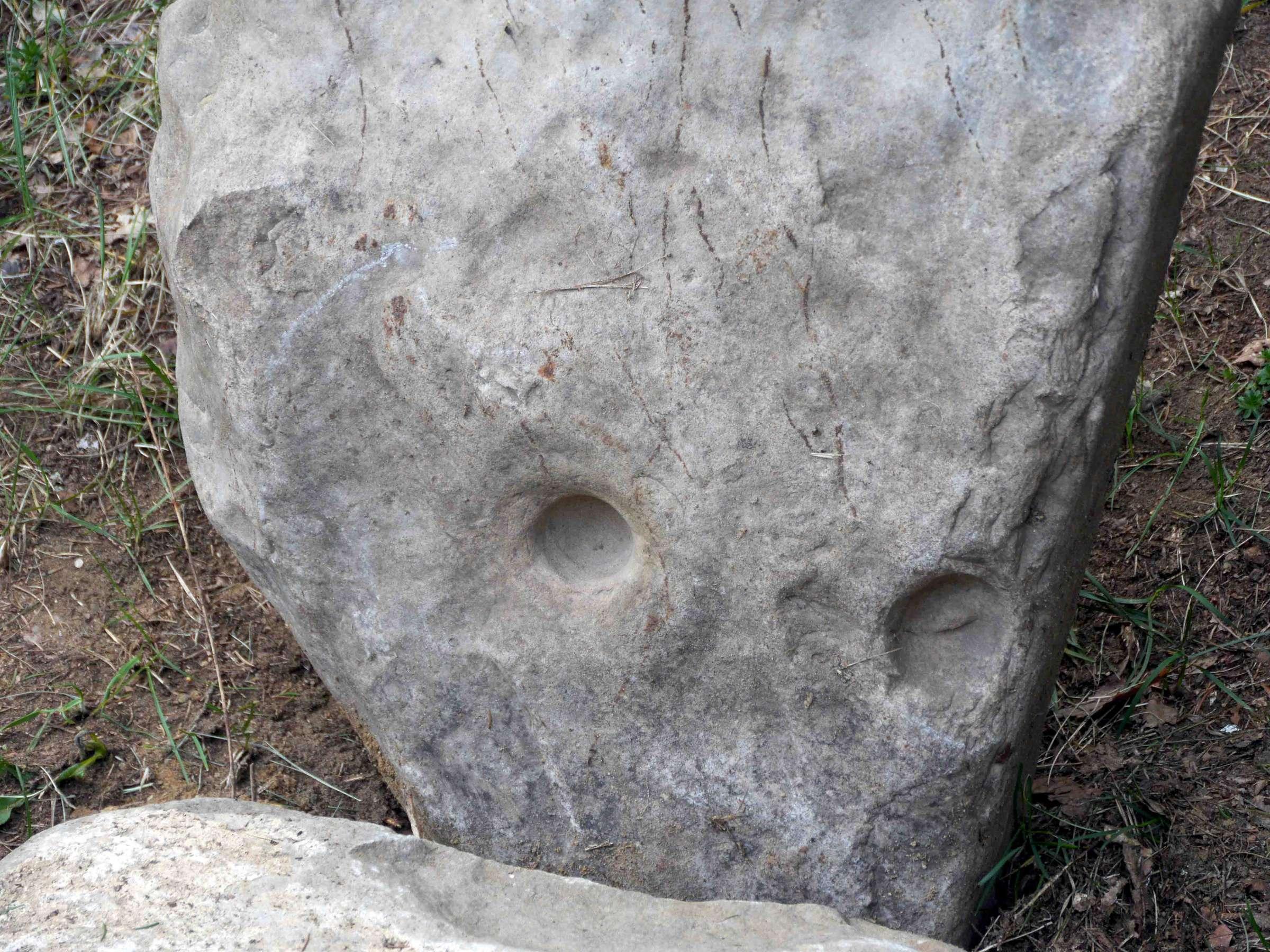 Statant pirtį atrasta dubenuotas akmuo | Alkas.lt, D. Vaiškūnienės nuotr.