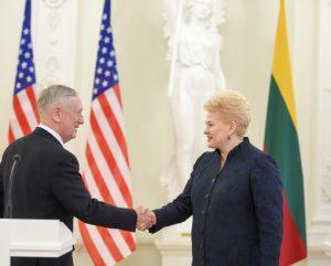 Lietuvos Prezidntė susitiko su (video) JAV gynybos sekretoriumi Džeimsu Matisu | lrp.lt, R. Dačkaus nuotr.