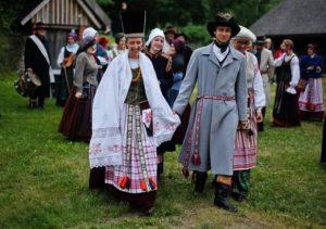 akimirka iš vestuvių, vykusių pagal XIX Mažosios Lietuvos amžiaus papročius | Neringa.lt nuotr.