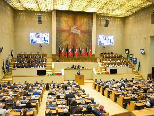 Seime iškilmingai paminėtos Gedulo ir vilties bei Okupacijos ir genocido dienos | lrs.lt, O. Posaškovos nuotr.