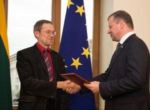 Prof.L.Mazyliui iteikiama premija_lrv.lt