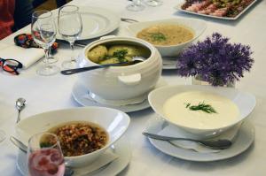 Pagal senose kulinarinėse knygose rastus receptus pagaminti patiekalai | D. Leščinskienės nuotr.