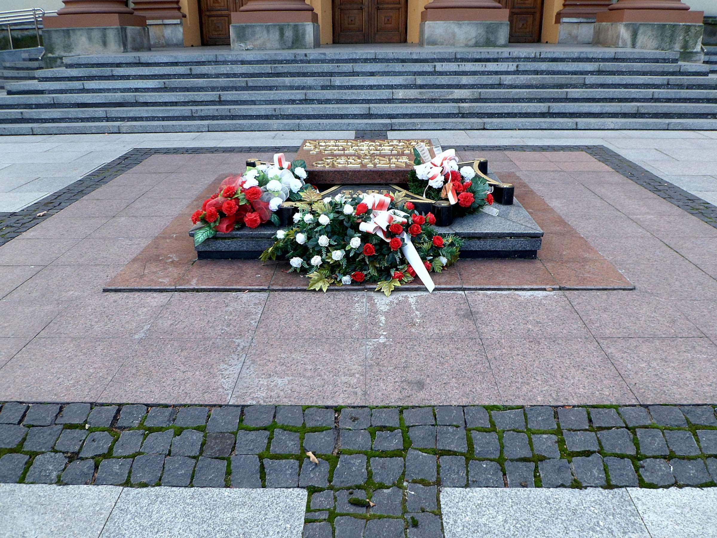 6. Nežinomo Lietuvos kareivio kapas Rasų kapinėse Vilniuje. Deja, nekaip atrodo… | Wikipedia.org nuotr.