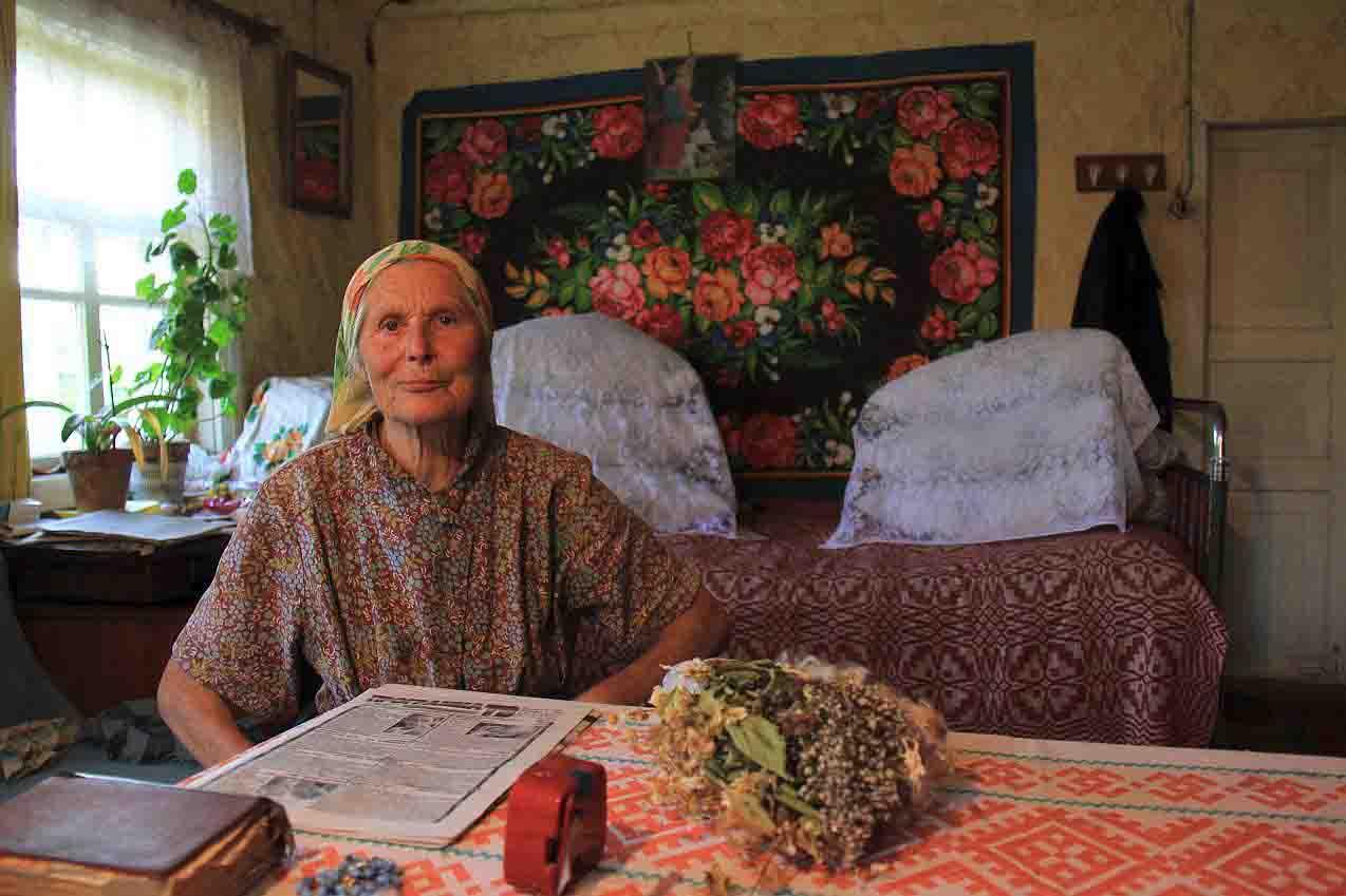 Nepaisant gydymo tradicijos pokyčio, žinios buvo perduodamos šeimos nariams nepakitusios šimtmečiais. G. Balčiūnaitės nuotr. Gervėčiai, Baltarusija, 2012 | R. Petkevičiaus nuotr.