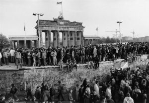 barbara-klemm-berlyno-sienos-griutis.Vokieciu fotografu paroda