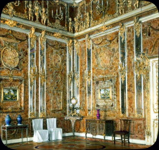 Ranka spalvinta Gintaro kambario fotografija, daryta 1931 m. | Wikipedia.org