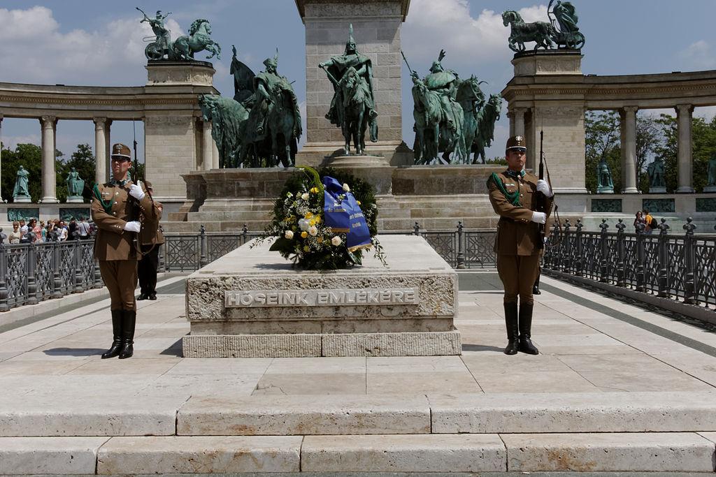 1. Nežinomo kareivio kapas Budapešte, Didvyrių aikštėje | Wikipedia.org nuotr.