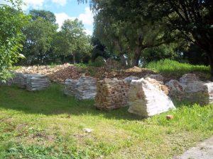 Nugriautų Garuozos dvaro rūmų (XVIII a.) plytos paruoštos išvežimui | Alkas.lt, T. Baranausko nuotr.