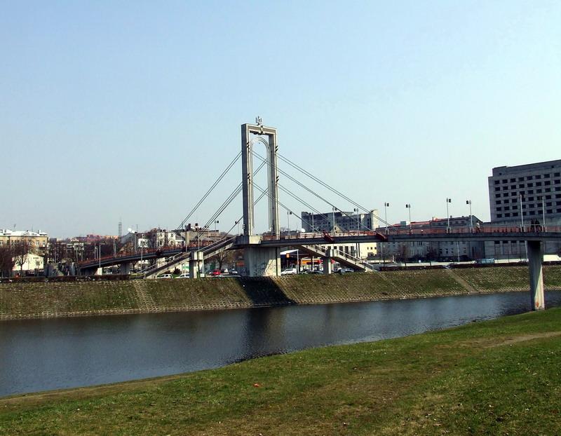 14. Pėsčiųjų tiltas iš Daukanto gatvės į Nemuno salą Kaune | Wikipedia.org nuotr.