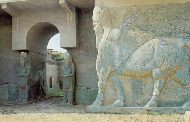 Dievybės Iamassu bareljefas Nimrude iki sunaikinimo | Wikipedia.org